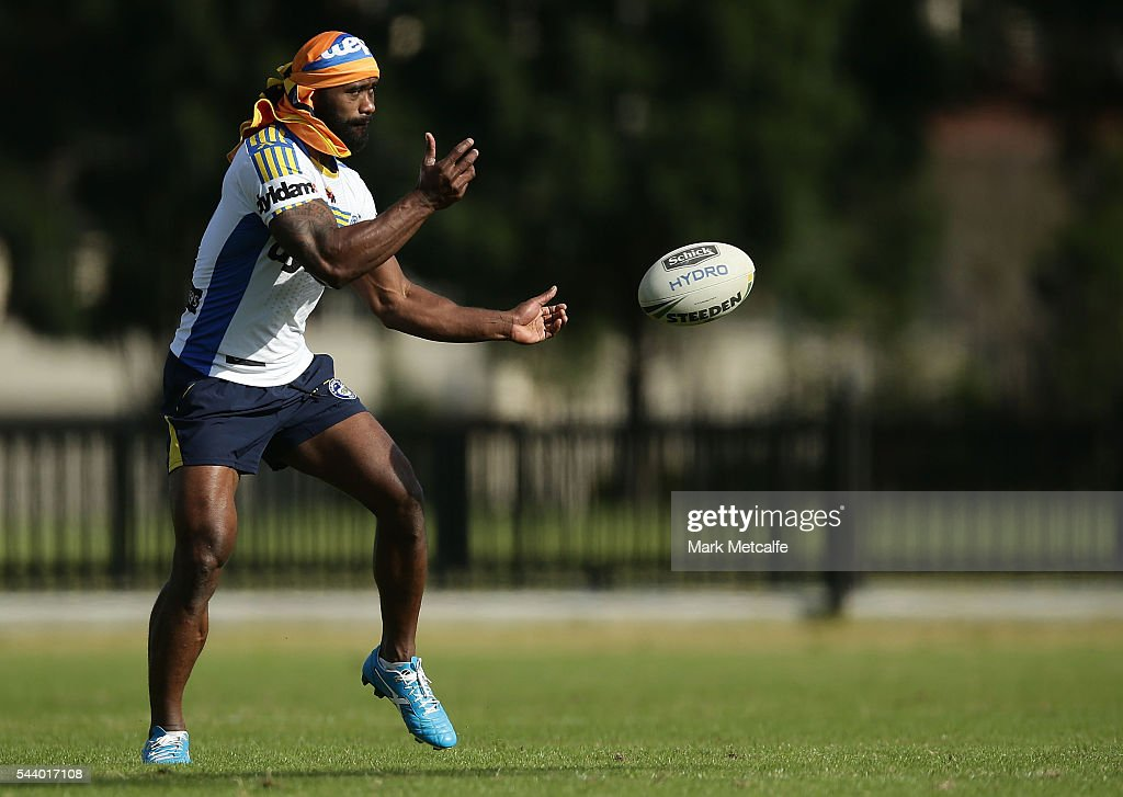 <a gi-track='captionPersonalityLinkClicked' href=/galleries/search?phrase=Semi+Radradra&family=editorial&specificpeople=7896121 ng-click='$event.stopPropagation()'>Semi Radradra</a> in action during a Parramatta Eels training session at the Eels Training Centre on July 1, 2016 in Sydney, Australia.