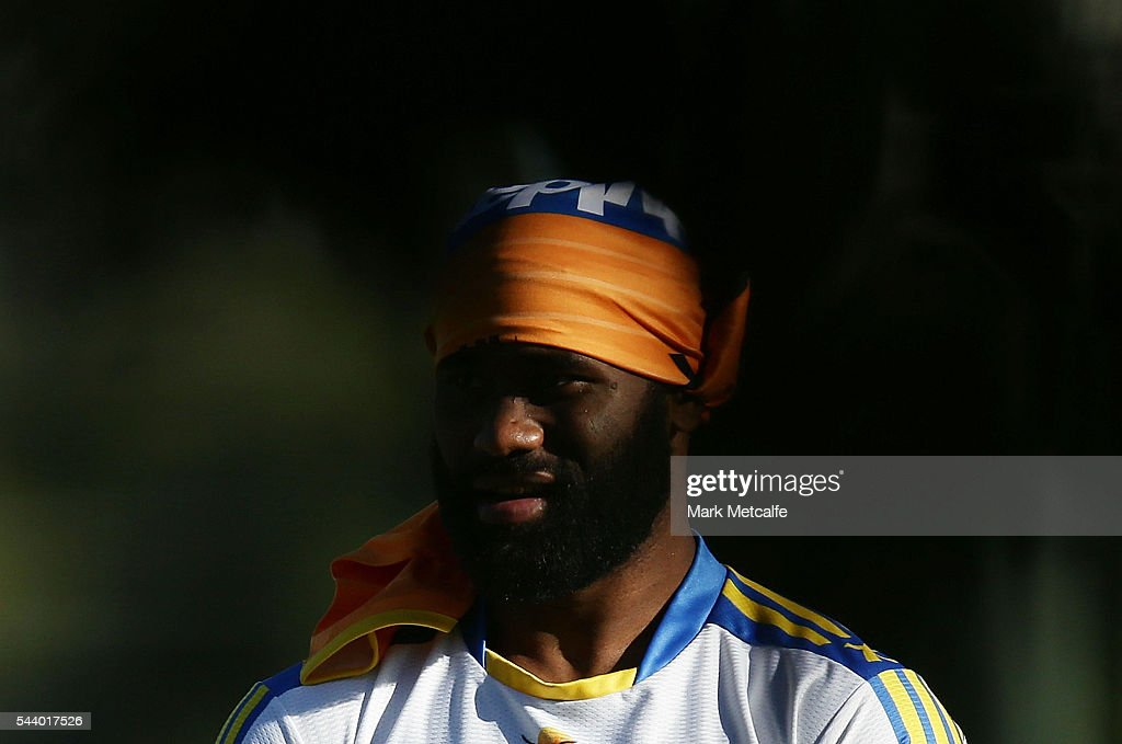 <a gi-track='captionPersonalityLinkClicked' href=/galleries/search?phrase=Semi+Radradra&family=editorial&specificpeople=7896121 ng-click='$event.stopPropagation()'>Semi Radradra</a> warms up during a Parramatta Eels r at the Eels Training Centre on July 1, 2016 in Sydney, Australia.