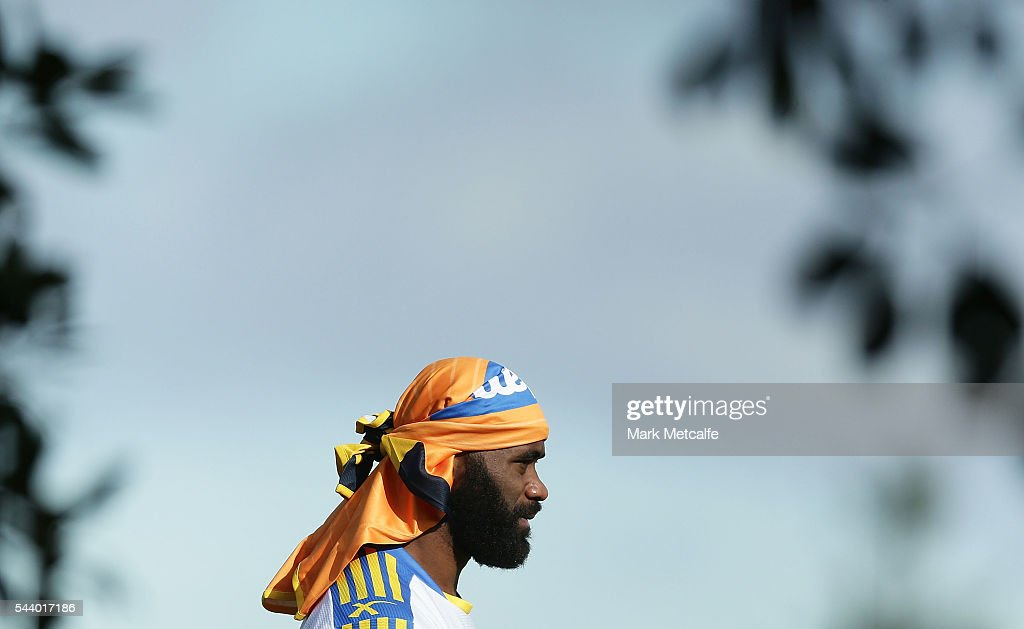 <a gi-track='captionPersonalityLinkClicked' href=/galleries/search?phrase=Semi+Radradra&family=editorial&specificpeople=7896121 ng-click='$event.stopPropagation()'>Semi Radradra</a> warms up during a Parramatta Eels training session at the Eels Training Centre on July 1, 2016 in Sydney, Australia.