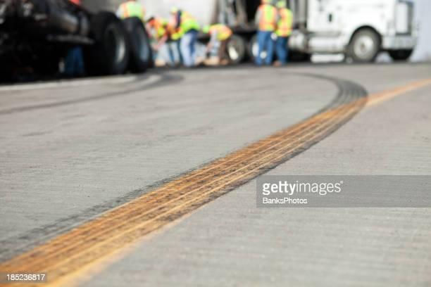 Semi Truck Highway Unfall Umweltschutz-Reinigungsaktion