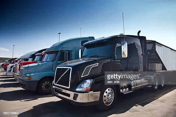 Les camions dans une rangée