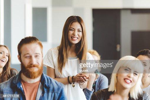 セミナー、学生に焦点を笑顔、アジア人の女性
