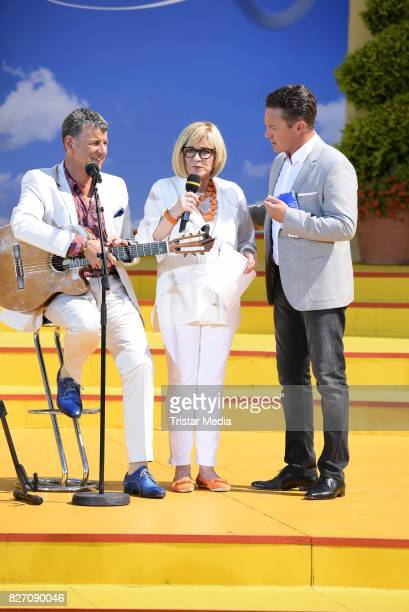 Semino Rossi Mary Roos and Stefan Mross during the ARD Live TV Show 'Immer Wieder Sonntags' at EuropaPark on August 6 2017 in Rust Germany