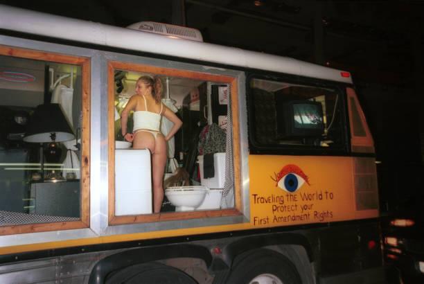 Voyeur Bus Nude 86