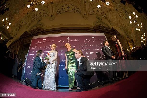 Semperopernball 2015 Freitag Semperoper DresdenSchlagersänger Jürgen Drews seine Frau Ramona mit Wolfgang Lippert und dessen Frau Gesine auf dem...