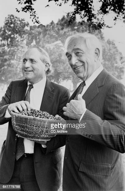 Sen Frank Lautenberg DNJ and Sen Carl Levin DMich eating blueberries July 30 1990
