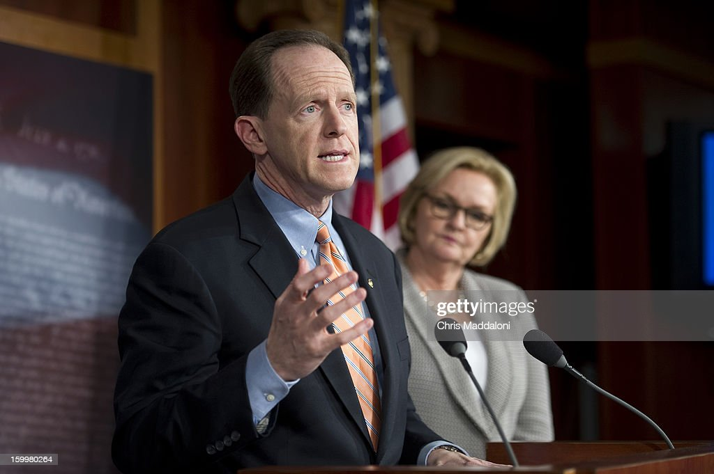 Sen. Pat Toomey, R-Pa., and Sen. Claire McCaskill, D-Mo., speak at a press conference about the Earmark Elimination Act.