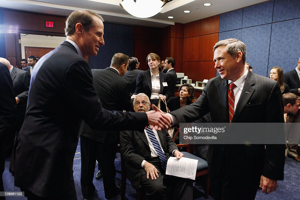 U.S. Sen. <a gi-track='captionPersonalityLinkClicked' href=/galleries/search?phrase=Ron+Wyden&family=editorial&specificpeople=233819 ng-click='$event.stopPropagation()'>Ron Wyden</a> (D-OR) (L) shakes hands with U.S. Sen. <a gi-track='captionPersonalityLinkClicked' href=/galleries/search?phrase=Mark+Kirk&family=editorial&specificpeople=2707485 ng-click='$event.stopPropagation()'>Mark Kirk</a> (R-IL) before a news conference about the 25th anniversary of the Electronic Communications Privacy Act (ECPA) October 18, 2011 in Washington, DC. Kirk and Wyden called for the ECPA legislation to be updated so to ensure that the government must get a warrant from a judge before tracking our movements or reading our private communications.