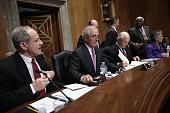 Senate Foreign Relations Committee Chairman Sen Bob Corker gavels the start of a Senate Foreign Relations Committee markup meeting on the proposed...