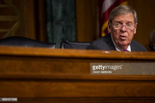 Senate Veterans' Affairs Committee Chairman Sen Johnny Isakson speaks during a hearing to Senate Veterans' Affairs hearing to to examine David...
