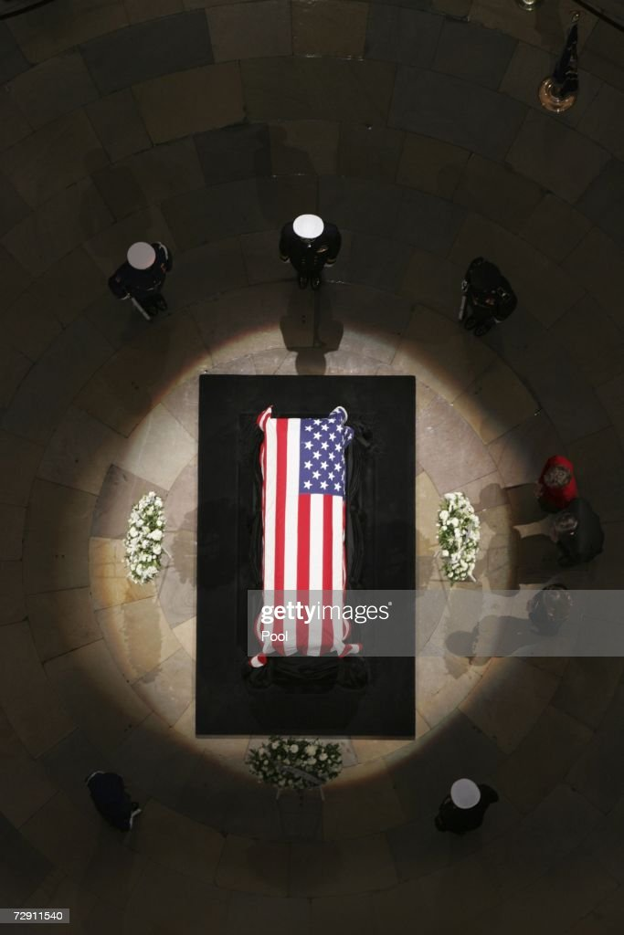 Senator Pete V Domenici his wife Nancy and their daughter pay their respects as the remains of President Gerald Ford lie in state at the US Capitol...