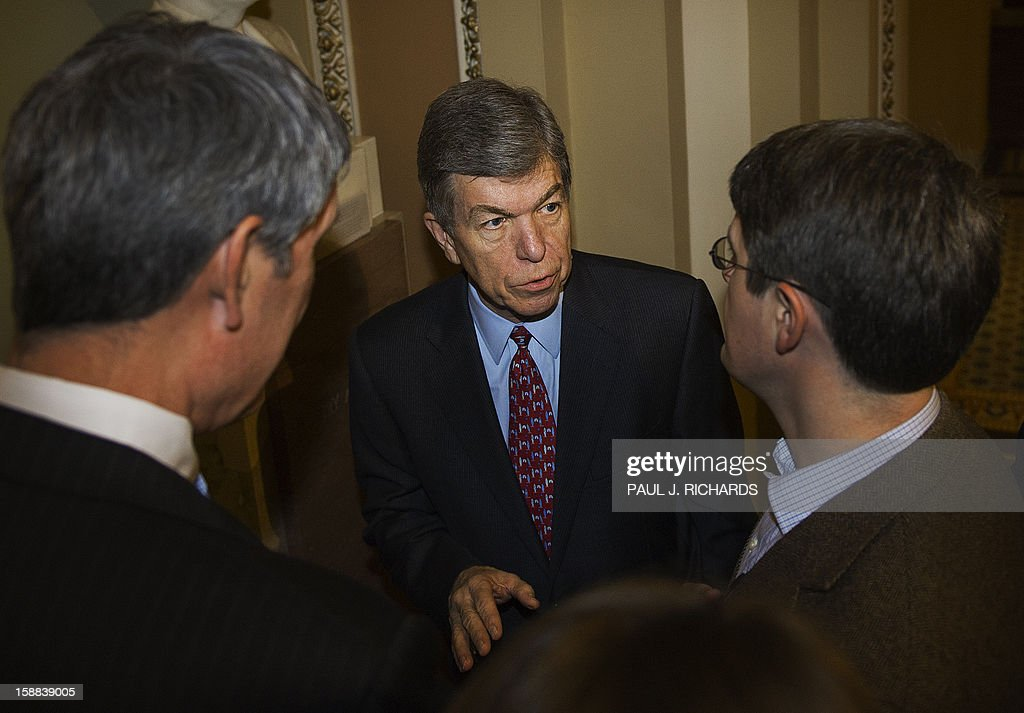 US Senator Roy Blunt (R-MO) talks with reporters at the US Capitol on solving the impending fiscal cliff December 31, 2012 in Washington, DC. The US House of Representatives will not vote on December 31, 2012 on an 11th-hour proposal to prevent the country from tottering over the so-called 'fiscal cliff,' a senior Republican source told AFP. AFP PHOTO / Paul J. Richards