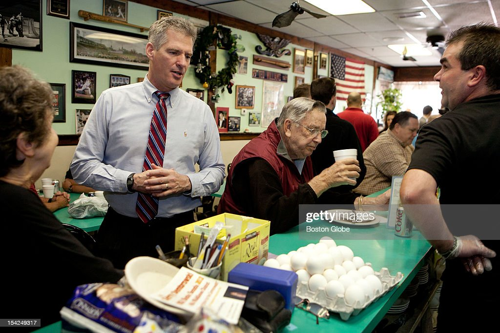 Senator Scott Brown gives his order to Bill McCauley, far right, for lunch at Cousin's restaurant in Woburn, Massachusetts on October 15, 2012.