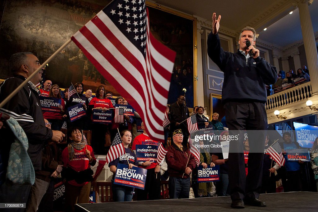 Senator Scott Brown speaks to the crowd during a rally at Faneuil Hall in Boston on Nov. 4, 2012.