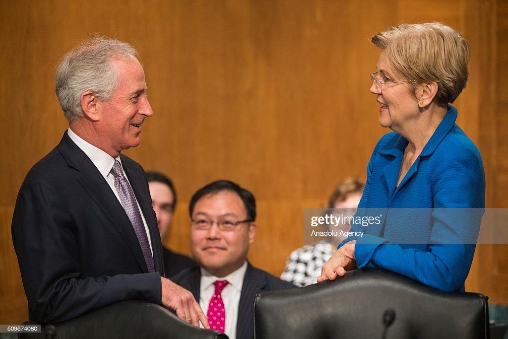 Senators Bob Corker (L) and Elizabeth Warren (R) speak before a Senate Banking Committee on the semiannual monetary report to Congress hearing in Washington, USA on February 11, 2016.