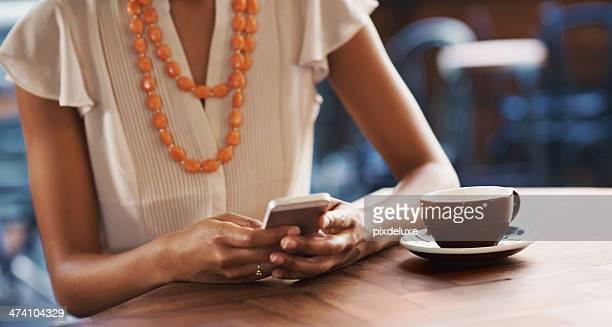 Inviando un breve testo durante l'attesa per la sua data