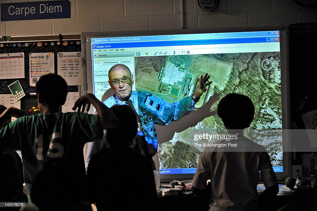Seneca Ridge Middle School science teacher Rick Peck with his class, using Google Earth images to discuss local watersheds.