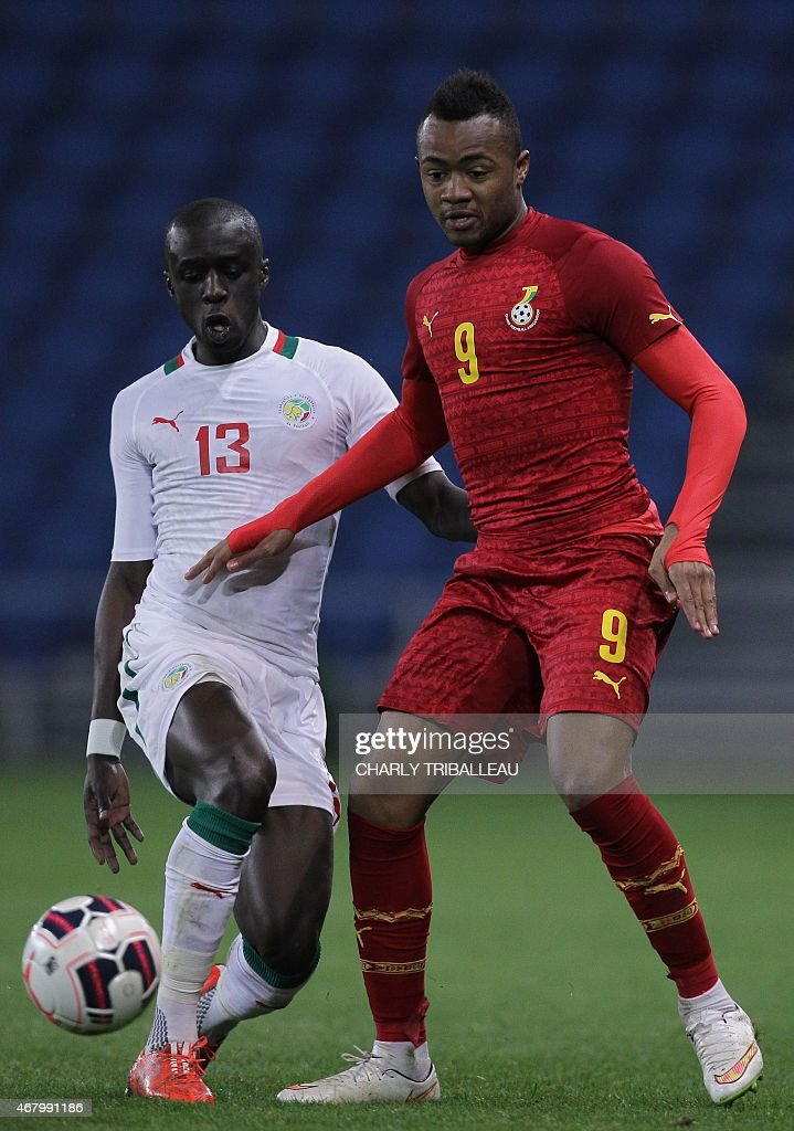 Senegal's Cheikh Mbengue (L) vies for with Ghana's Jordan Ayew (R) during the International Friendly football match between Senegal and Ghana on March 28, 2015 at the Oceane stadium, in Le Havre, northwestern France.