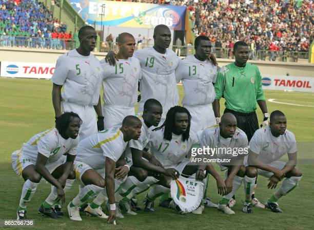Senegal's International football team pose before their quarterfinal match against Guinea for the African Nations Cup in Alexandria 03 February 2006...