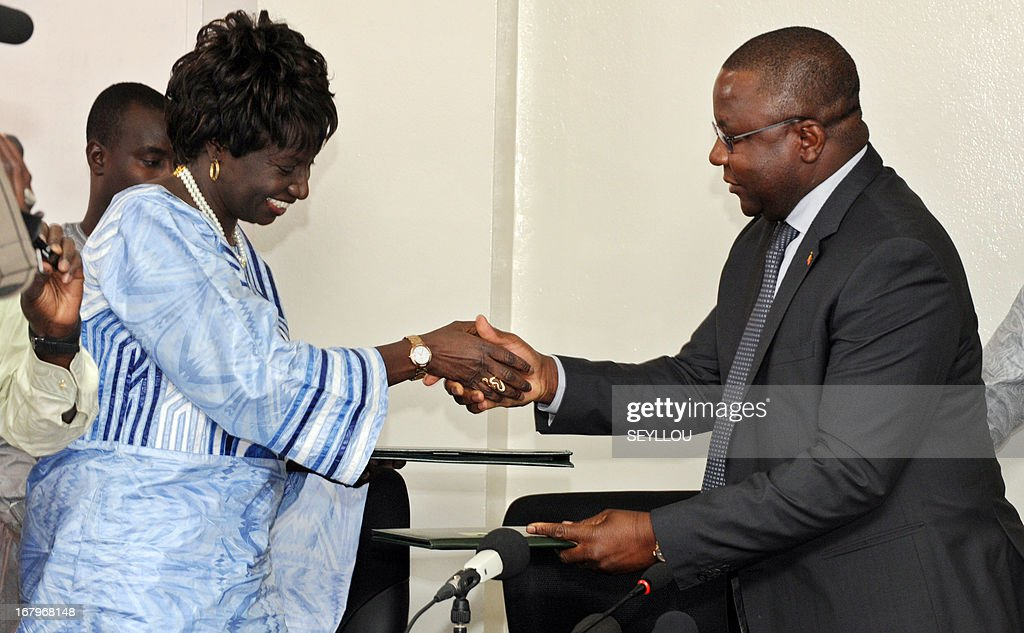 Senegal's Justice minister Aminata Toure (L) and her Chadian counterpart Jean-Bernard Badare shake hands after signing an accord enabling Senegalese preosecutors to carry out investigations in Chad ahead of the trial in Dakar of former Chadian president Hissene Habre, who is accused of crimes against humanity and has been living in exile in Senegal since his fall from power in 1990.