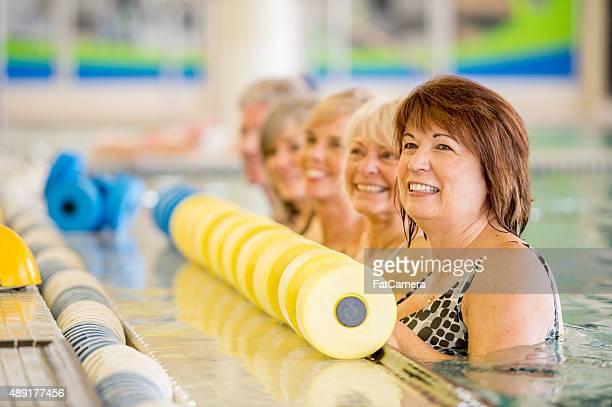 Senior Erwachsene Futter Sie vor dem Kurs