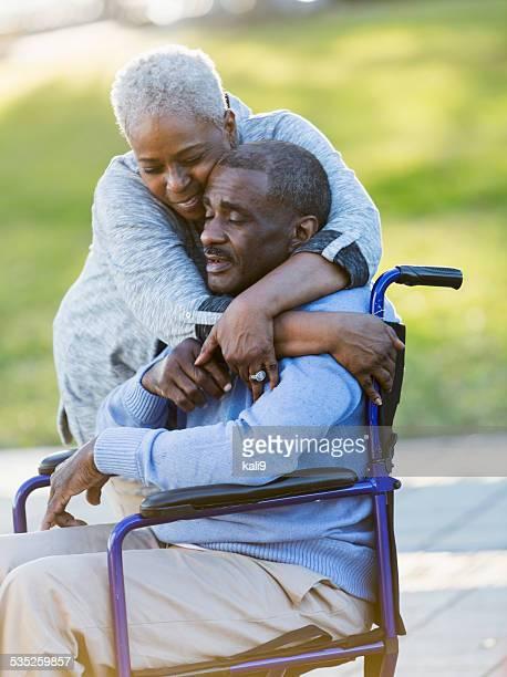 Senior afrikanische amerikanische Paar, Mann im Rollstuhl