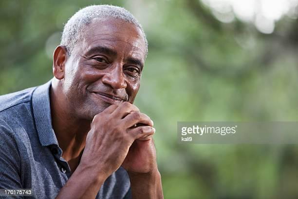 Senior hombre afroamericano
