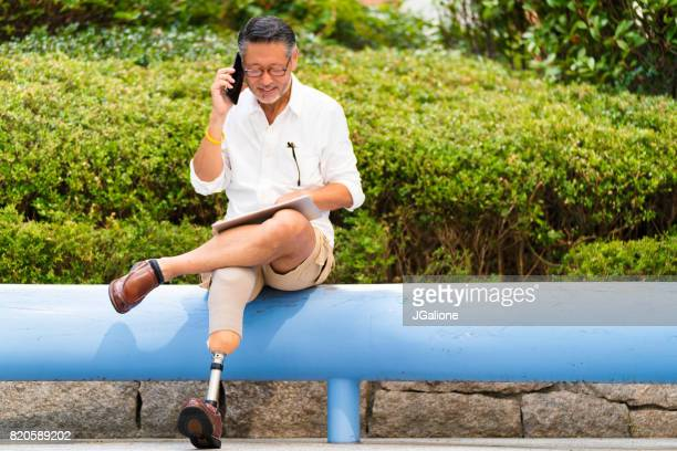 電話で話して上級アジア切断実業家