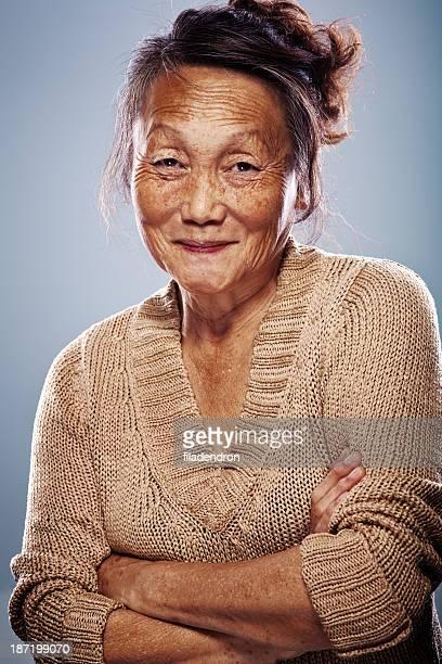 Mujer asiática mayor