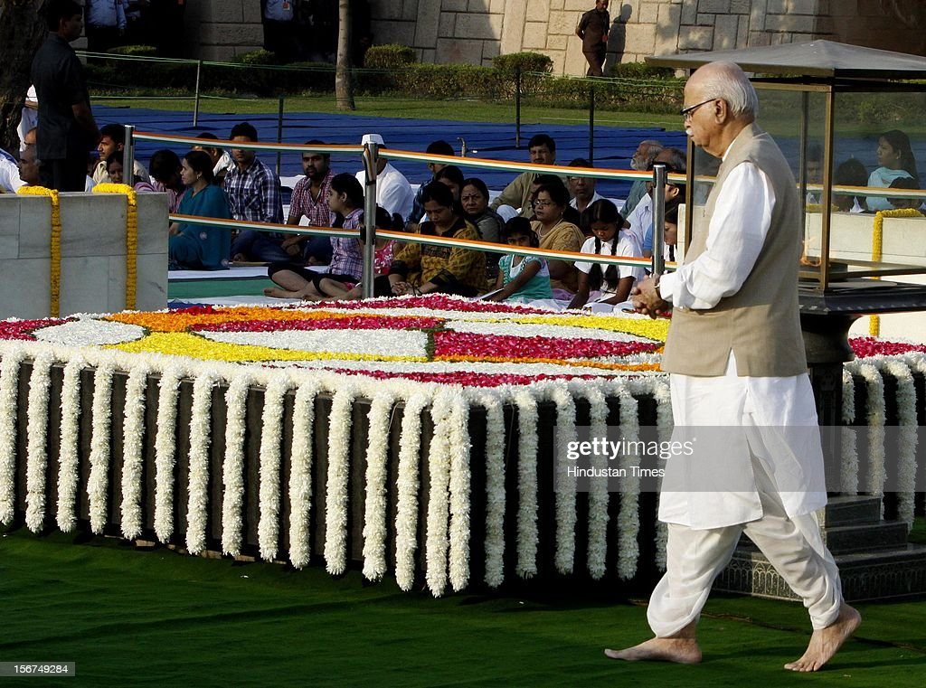 'NEW DELHI, INDIA - OCTOBER 2: Senior BJP leader L K Advani paying floral tribute to Father of the Nation Mahatma Gandhi on his Birth Anniversaryin at Rajghat on October 2, 2012 in New Delhi, India. ( Photo By Sunil Saxena/Hindustan Times via Getty Images)'