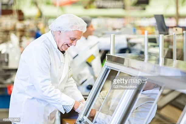Senior Responsabile di macelleria/pescheria o gastronomia deli dipendente packaging carne per il cliente