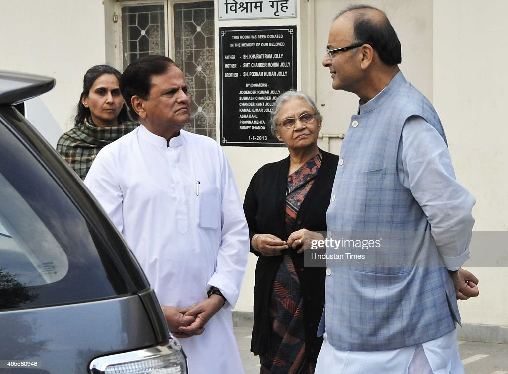 Senior congress leader Ahmed Patel, former Delhi CM <a gi-track='captionPersonalityLinkClicked' href=/galleries/search?phrase=Sheila+Dikshit&family=editorial&specificpeople=728110 ng-click='$event.stopPropagation()'>Sheila Dikshit</a> and Finance Minister <a gi-track='captionPersonalityLinkClicked' href=/galleries/search?phrase=Arun+Jaitley&family=editorial&specificpeople=2660950 ng-click='$event.stopPropagation()'>Arun Jaitley</a> during the cremation of Veteran journalist and author Vinod Mehta at Lodhi Crematorium on March 8, 2015 in New Delhi, India. Mr. Mehta, 73, passed away on Sunday after a prolonged illness. Mr. Mehta, who had founded the Outlook Magazine and served as its Editor-in-Chief, last held the post of editorial Chairman of the publication.