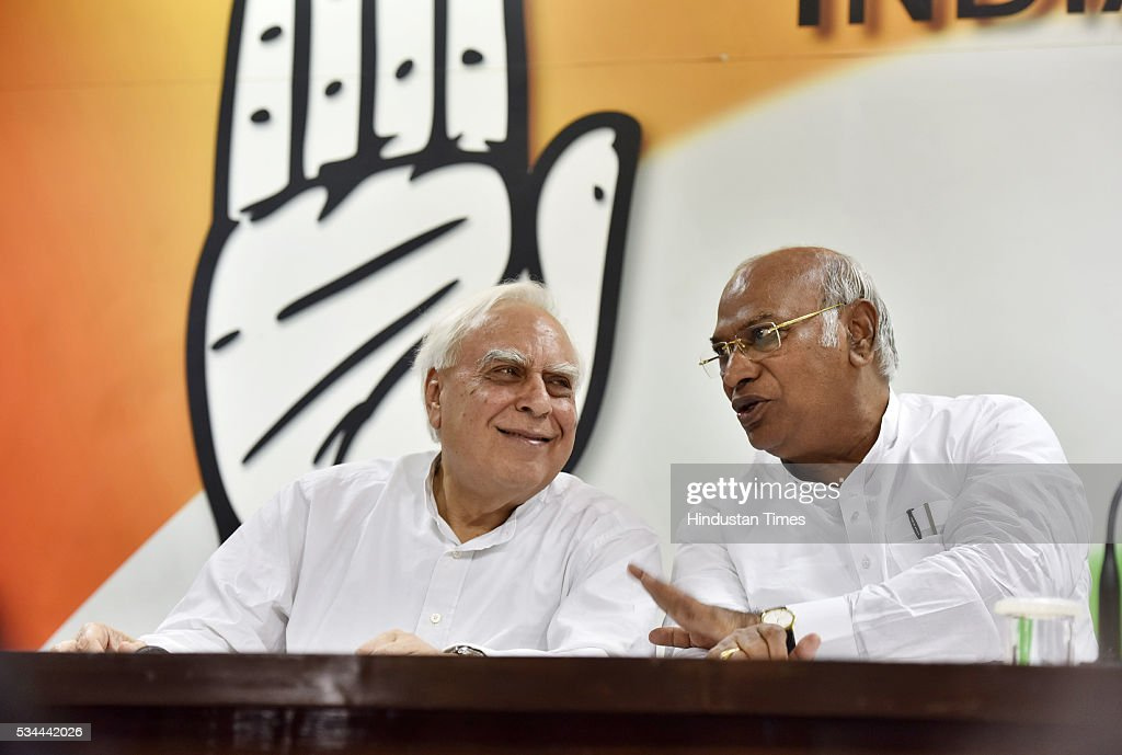 Senior Congress leaders Kapil Sibal and Mallikarjun Kharge during the press conference on completion of two years of BJP-led government at AICC HQ on May 26, 2016 in New Delhi, India. Main opposition party questioned the hype and elaborate celebrations of the Modi government alleging that its achievements were nothing but empty talk and hollow promises.