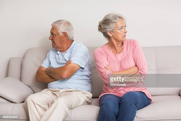 年配のカップルの怒りに
