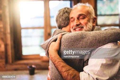 年配のカップル栄華情熱家の中で-サポートのコンセプト
