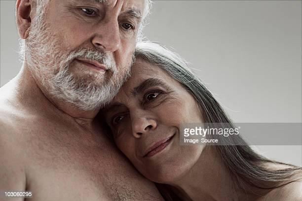 年配のカップルを行う