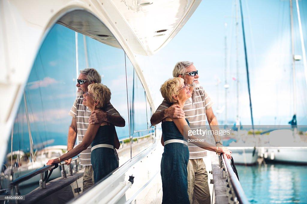 Senior par disfrutar de vacaciones : Foto de stock