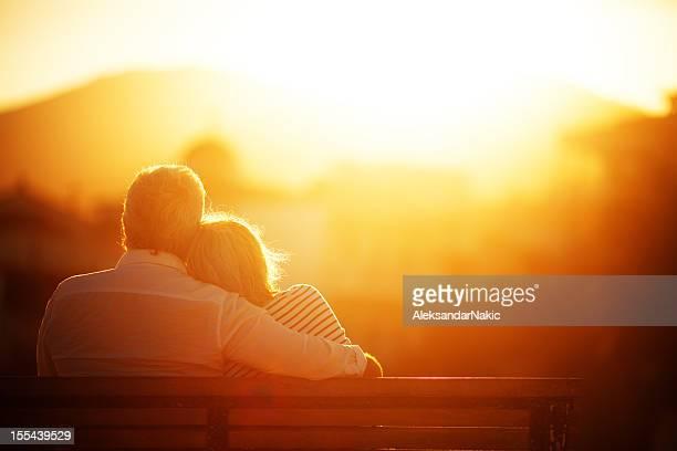 Altes Paar genießen die goldenen Jahre