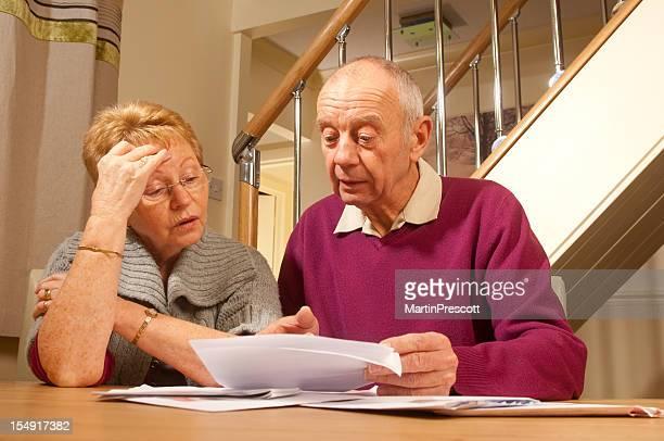 Altes Paar finanzielle Schwierigkeiten