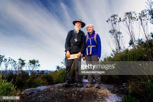 Senior Couple Hiking in the Australia outback. : Stockfoto