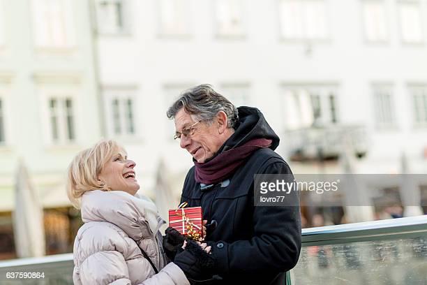 couple Senior dans la ville