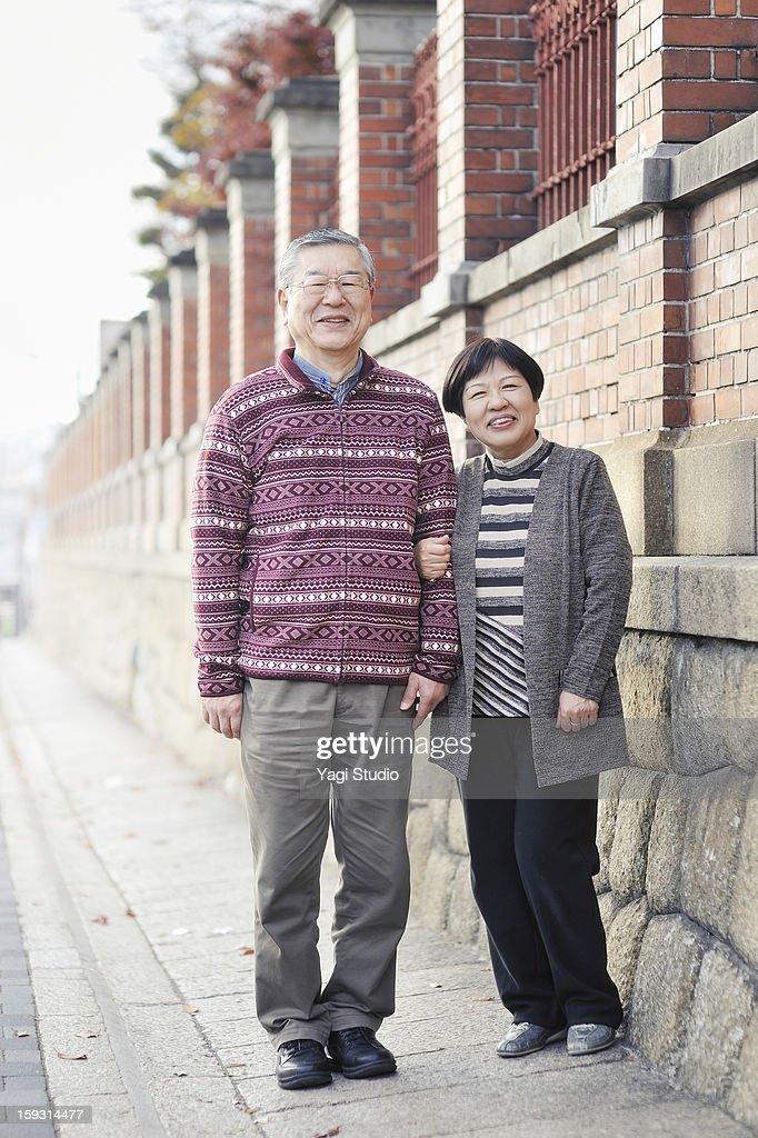 Senior couple in the city, portrait : Stock Photo