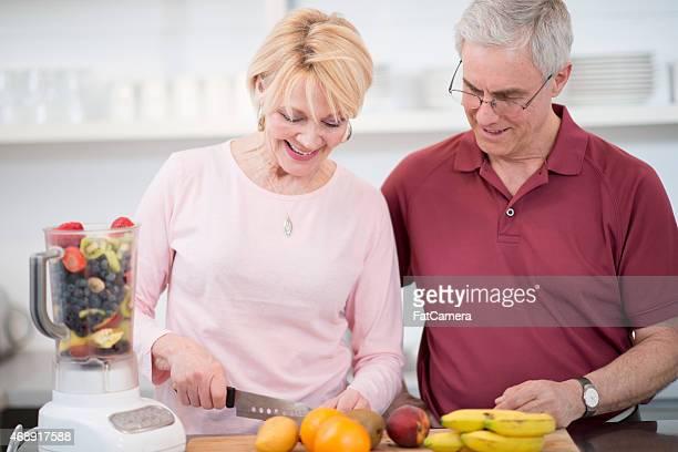Coppia Senior in cucina