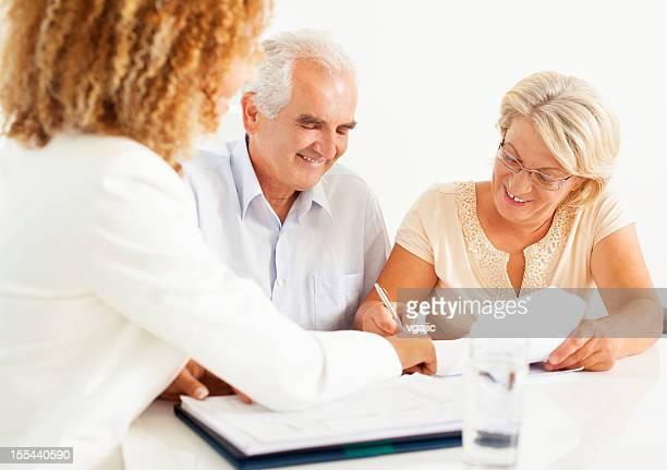 Altes Paar Treffen mit Financial Advisor.