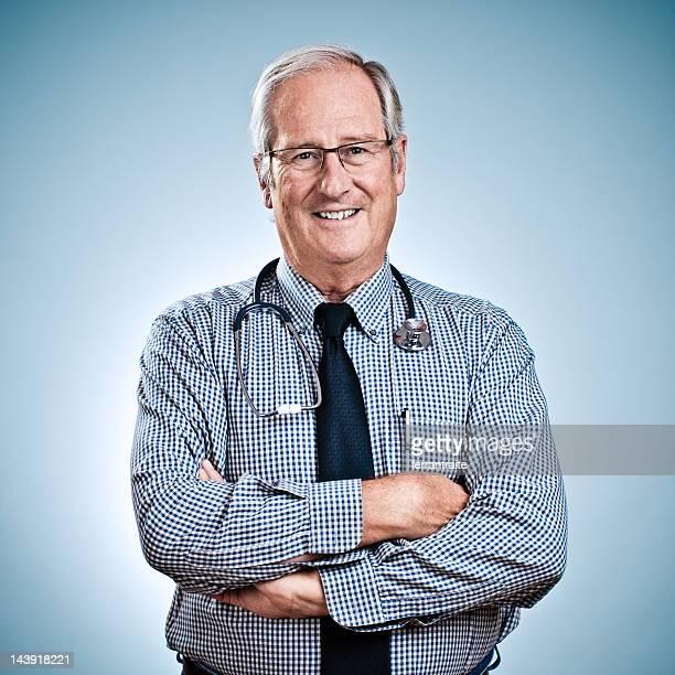 シニア担当医師