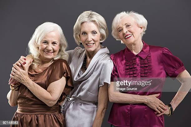 Senior femme et amis