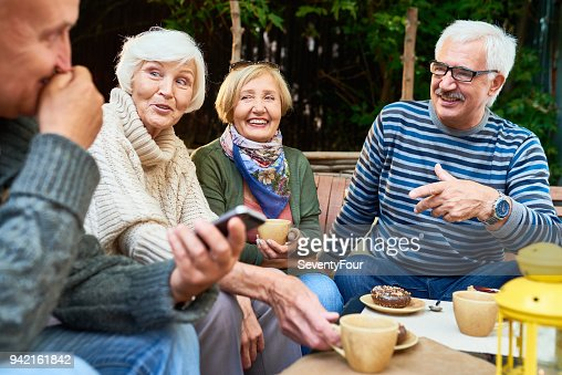 Senior Friends Enjoying Time Outdoors : Foto stock