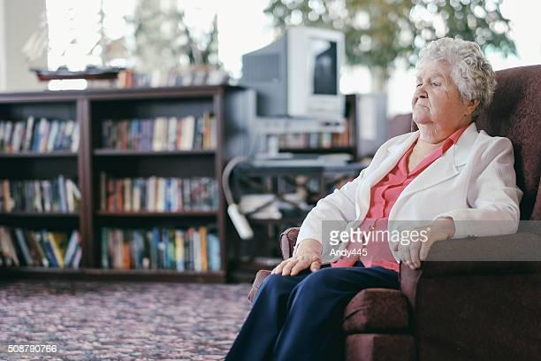 Senior in den Ruhestand nach Hause