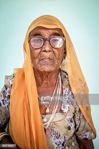 Senior indische Frau Porträt echte Menschen