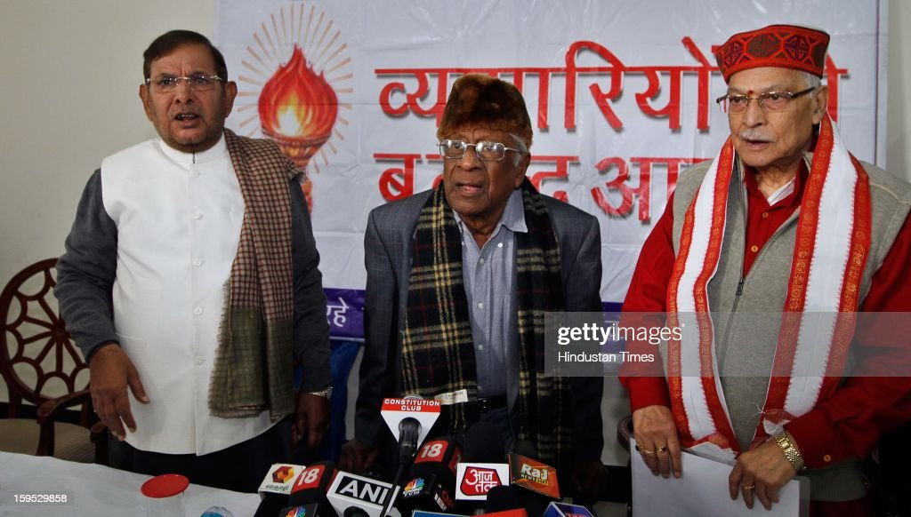 Senior Janta Dal-United leader Sharad (L), CPI leader AB Bardhan (C) and senior leader Murli Manohar Joshi during during a joint press conference to oppose the Centre's decision to allow FDI in multi-brand retail on January 15, 2013 in New Delhi, India.